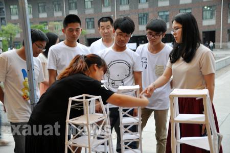 土木工程学院结构兴趣小组模型加载比赛顺利进行